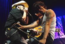 Not tired yet: Boss Burns und Hank Williamson rocken ab. (Foto: Helmut Löwe)