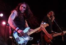Steve Harris und David Hawkins: Bassist und Gitarrist von British Lion. (Foto: Helmut Löwe)