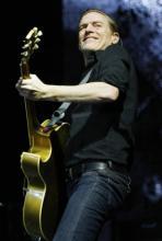 Am 21. März 2012 steht Bryan Adams mit seiner Band in Köln auf der Bühne. (Foto: Lucy Javurkova)