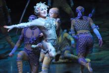 Ferne Welten beim Cirque de Soleil in Köln. (Foto: Helmut Löwe)
