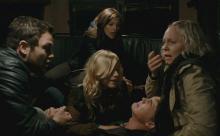 "Ingrid Bolso Berdal als ""Zoe"" (rechts) (Foto: Warner Bros.)"