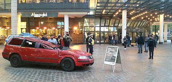 Anti-Raser-Aktion der Polizei Köln vor dem Cinedom Foto: Polizei Köln