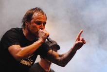 Ingo Knollmann auf dem Kölner City Festival 2009: Die kraftvolle Stimme der Donots. (Foto: Helmut Löwe)