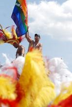 Im Zeichen des Regenbogens: Homosexuelle demonstrieren mit der CSD-Parade für ihre Rechte. (Foto: ddp)