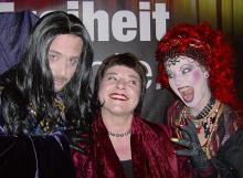 Die Chansonistin Stella Anhangi (Mitte) tritt im Rahmen des Cologne Pride auf. Foto: sar