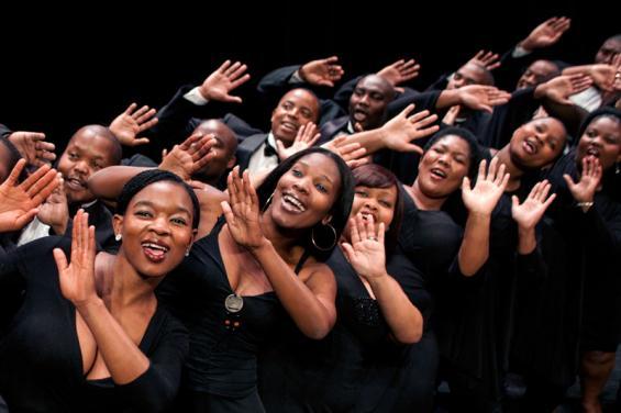 Der Cape Town Opera Chorus kombiniert Oper, Gospel und afrikanische Traditionals zu einer bunten musikalischen Mischung (Foto: BB Promotion GmbH)