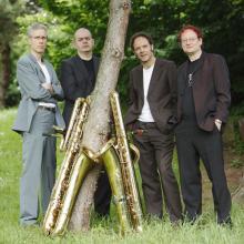 Deep Schrott spielt ganz eigene Dylan-Interpretationen auf vier Bass-Saxophonen.