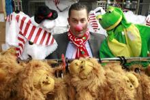 Deiters-Inhaber Herbert Geiss ist selbst ein Karnevalsjeck (Foto: dapd)