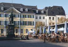 Auf der Hauptbühne auf dem Münsterplatz findet die Auftaktveranstaltung mit den Bläck Fööss am 1. Oktober statt.