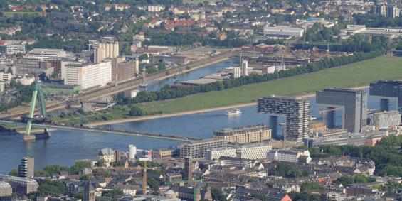Der Deutzer Hafen: Hier sollen Wohnungen für 4500 Menschen entstehen, rund 30 Prozent davon öffentlich gefördert. Foto: Häfen und Güterverkehr Köln AG