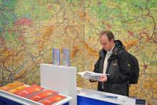 Bücher und Wandkarte, die Lernklassiker im deutschen Schulwesen. (Foto: Koelnmesse)