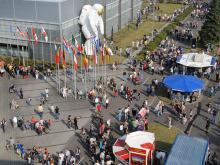Tag der Luft- und Raumfahrt in Köln findet alle zwei Jahre statt. 2009 nahmen über 100.000 Besucher an der Veranstaltung teil.