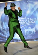 DSDS-Gewinner Mehrzad Marashi posiert beim Finale in Köln. (Foto: ddp)