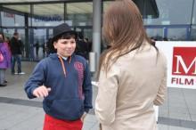 DSDS Kids-Anwärter Sefa Coskun (11) im Interview mit koeln.de Reporterin Viola Niedenhoff. (Foto: Ronja Gasper)