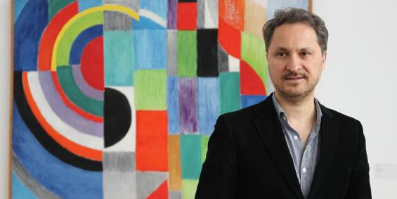 """Museumdirektor Yilmaz Dziewior: """"Die neue Präsentation ist besucherfreundlich und leicht zu vermitteln."""". Foto: Jürgen Schön"""