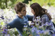 Edward Cullen (Robert Pattinson) und seine große Liebe Bella Swan (Kirsten Stewart). © 2010 Concorde Filmverleih GmbH