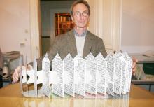Der Rheinbacher Buchkünstler John Gerard zeigt eins seiner   Buchobjekte. Foto: Jürgen Schön