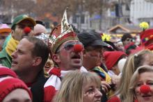 70.000 Jecke schunkeln, bützen und feiern am 11.11 in der Kölner City.