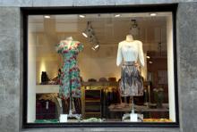 Farbig, feminin - Famoz: In dem Laden im Belgischen Viertel gibt es Marken-Raritäten für erwachsene aber zugleich junggebliebende Frauen (Foto: Sebastian A. Reichert)