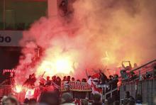 Bengalische Feuer im Fanblock des FC: Das Abbrennen der gefährlichen Feuerwerkskörper verursacht immer wieder schwere Verletzungen (Foto: ddp)