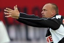 Ganz und gar nicht zufrieden war FC-Trainer Holger Stanislawsk beim 1:1 im Hinspiel. (Foto: dpa)