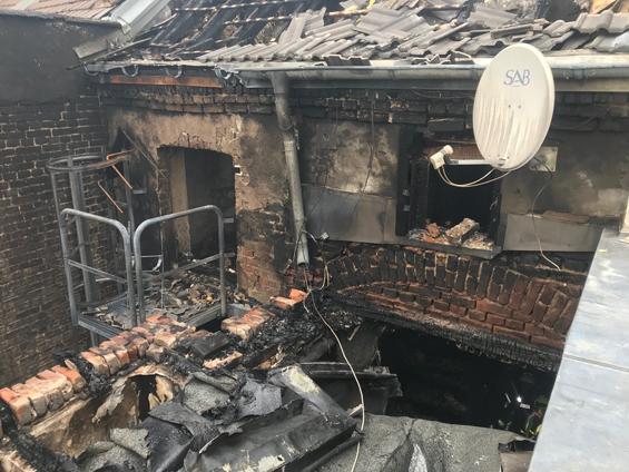 Am Tag nach dem Feuer wird das Ausmaß des Brands sichtbar. Foto: Feuerwehr Köln