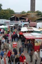 Fischmarkt im Tanzbrunnen auch dieses Jahr locken die verschiedenste Leckereien