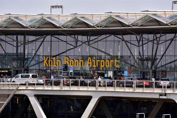 Verspätungen und ausgefallene Flüge: Flughafen Köln/Bonn muss Schäden auf Landebahn beheben