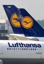 Lufthansa-Maschinen am Flughafen Parkplatz-Reservierung gegen Reisestress (Bild: ddp)