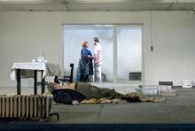"""""""Gabe/Gift"""": Familie Müllert will einen Keller zum Erfrischungsraum umbauen und findet einen Schatz. Foto: Walter Mair / Schauspiel Köln"""