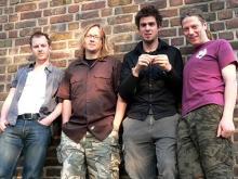 Vor ihrem Probenraum in Ehrenfeld: Die Kölner Alternative-Band Geist: Tim Born, Marc Lauber, Fares Rahmun, Oliver Rattay (v.l.n.r.). (Foto: Helmut Löwe)