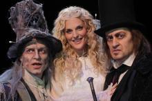 Ron Holzschuh, Sandy Mölling, Chris Murray(v.l.n.r.) verkörpern die Rollen des Geistes Marley, des Engels und des Geldverleihers Scrooge.