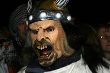 Seit 1991 geistern beim alternativen Karnevalszug Maskierte durch Köln. (Foto: Fabian Schmelcher)