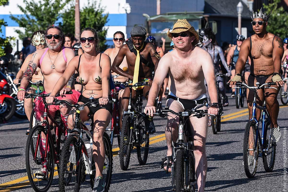 Nackt auf dem fahrrad bilder
