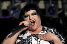 """Stilikone Beth Dito performt in Köln den Song """"Perfect World"""" (Foto: dapd)"""