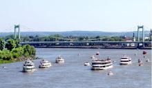 Die Schiffsprozession mit Blick von der Zoobrücke. (Foto: Bilderbuch Köln/Michael Eikel)