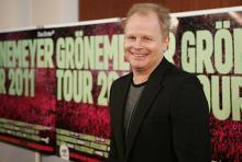 Herbert Grönemeyer steht am 13. Juni 2011 im Rheinenergie-Stadion auf der Bühne. (Foto: dapd)