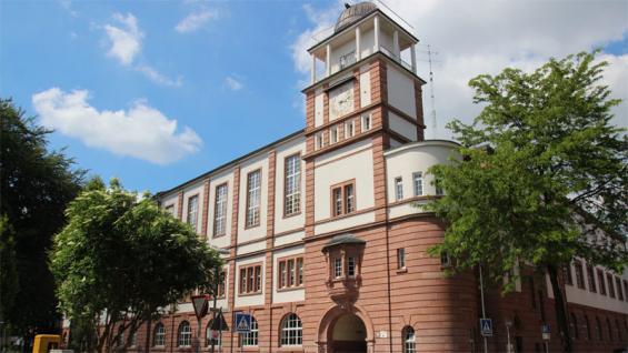 Gymnasium und Gesamtschule erfreuen sich immer stärkerer Nachfrage. Das Interesse an Haupt- und Realschule sinkt. Foto: Jürgen Schön