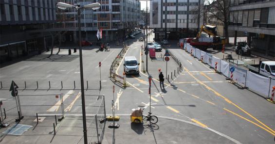 Noch ist der Platz eine Baustelle, aber die Umgestaltung hat schon begonnen. Foto: Jürgen Schön.
