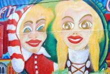 Hänneschen und Bärbelchen in der City: Wandgemälde in der Gertrudenstraße (Foto: Helmut Löwe)
