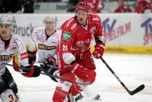 Kapitän John Tripp (hier im Spiel gegen die DEG) verlängerte seinen Vertrag bis 2014. (Foto: Helmut Löwe)