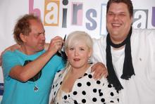 Uwe Ochsenknecht, Maite Kelly, Tetje Mierendorf (v.l.n.r.): Die Haare sitzen. Haare spielen im Musical Hairspray eine wichtige Rolle. (Foto: Helmut Löwe)