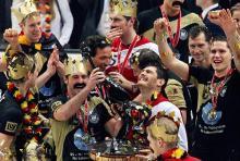 Grenzenloser Jubel: Die deutsche Nationalmannschaft holt durch den Sieg gegen Polen den WM-Titel. (Archivfoto: ddp)