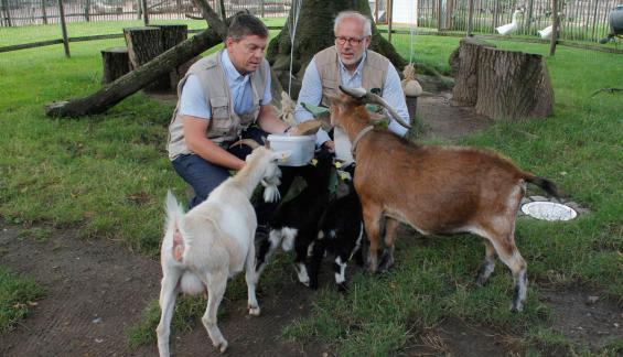 Familienbild mit Zoo-Vorstand. Foto: Tobias Gonscherowski