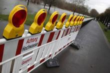 Schon am Wochenende könnte die Rheinpromenade überschwemmt werden. (Foto: dapd)