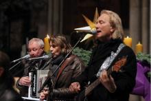 Rund 4000 Menschen singen und musizieren am 4. Dezember mit den Höhnern beim Adventsmitspielkonzert im Kölner Dom.