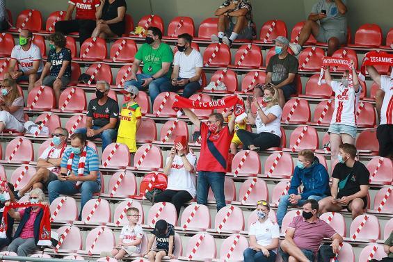 Mit Zuschauern gepsielt wurde bereits beim Testspiel gegen Bochum im Franz-Kremer-Stadion. Foto: imago images / Herbert Bucco