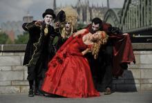 Vampire sind die heißesten Kostümtrends zur nächsten Karnevalssession (Foto: ddp)