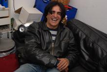 Jaz Coleman lacht gerne und viel, kein Wunder, bei den vielen absurden Dingen, die er erlebt hat. (Foto: Helmut Löwe)