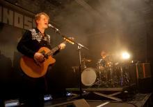 """Der Bandname """"Johnossi"""" setzt sich aus den Vornamen der Musiker zusammen: John Engelbert und Oskar """"Ossi"""" Bonde. (Foto: R. Gasper)"""